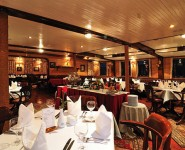 Phòng ăn Du Thuyền Emeraude