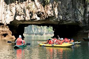 Chèo Kayaking Trên Vịnh cùng du thuyền Syrena
