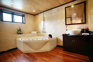 Phòng tắm trong du thuyền Syrena