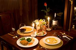 Bữa tối lý tưởng trên du thuyền Carina Hạ Long