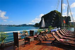 Tầng thượng sundeck du thuyền Carina Hạ Long