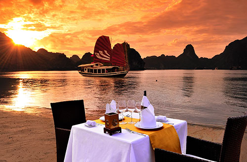 halong-bay-cruise-bhaya-legend-dinner-on-beach