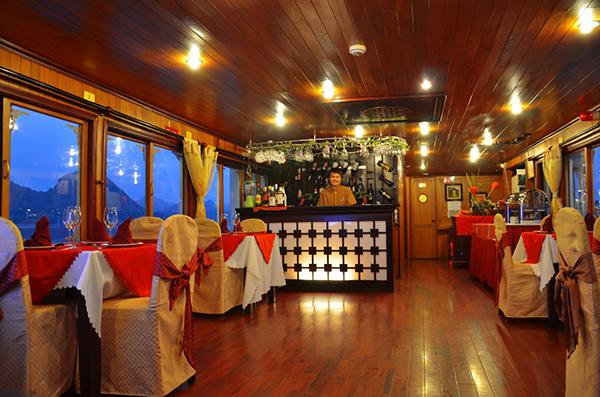 Du thuyền V-spirit Bar