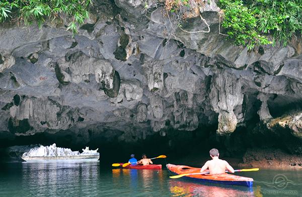 Du thuyền V-spirit Chèo Kayak