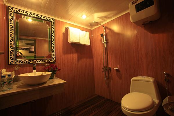 Du thuyền V-spirit Phòng Toilet