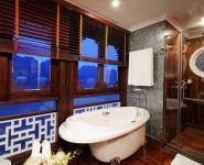 Phòng tắm du thuyền Âu Cơ