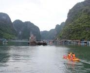 Chèo kayak thăm Làng Chài