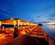Sundeck Du thuyen Golden Cruise