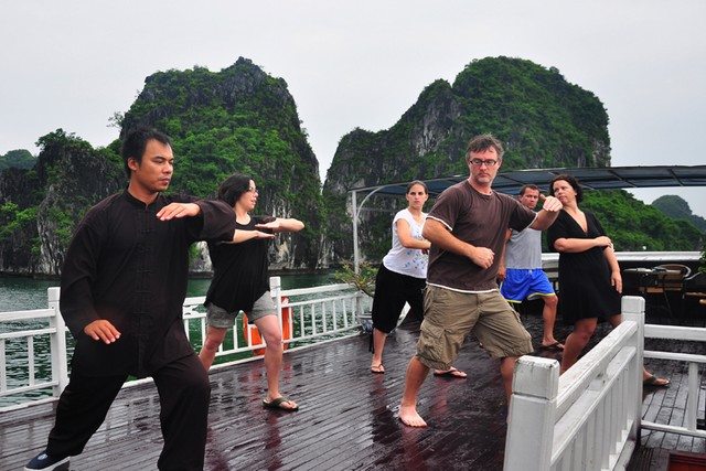 Image result for chuoung trinh tham quan ha long taichi