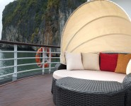 Canopy-Bed-Captain-View-Suites-Elegance-Cruise