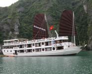 Du thuyen Oriental Sails