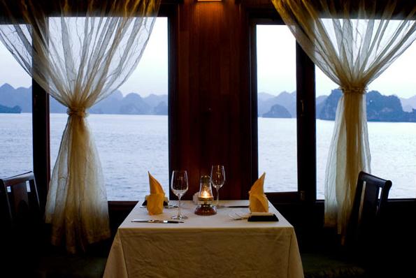 Bàn ăn Du Thuyền Indochina Sail