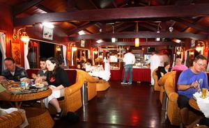 Phòng ăn Du Thuyền Bái Tử Long