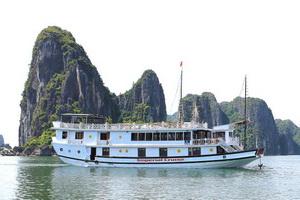 Du thuyền Dolphin Hạ Long