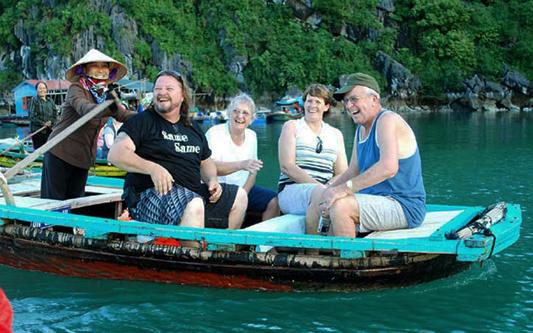Phiêu lưu cùng Du thuyền Dolphin