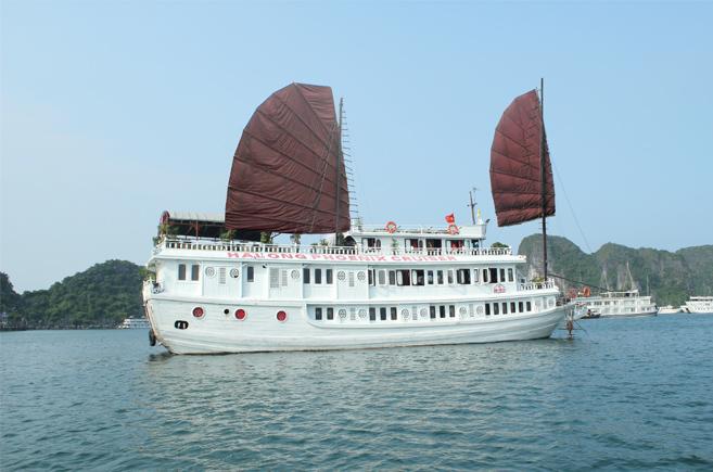 Du thuyền Phoenix HạLong