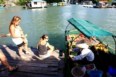 Cùng Du Thuyền Aclass thăm Làng chài trên vịnh Hạ Long