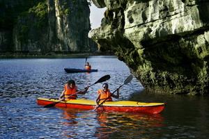 Cùng Du thuyen Emotion tham gia chèo thuyền Kayak