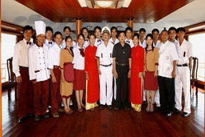 Những thành viên trên Du thuyền Emotion Hạ Long