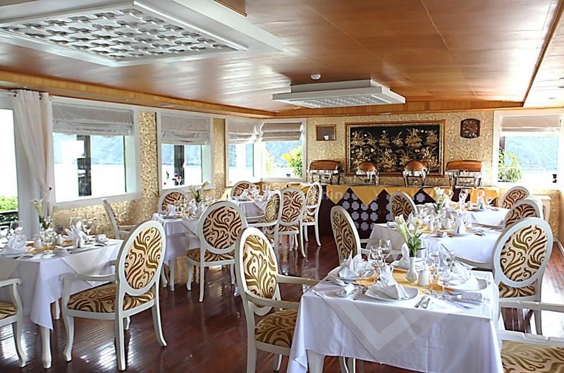 Phòng ăn Du Thuyền While Dolphin