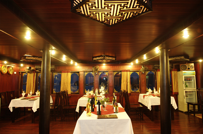 Phòng ăn Du Thuyền Phoenix