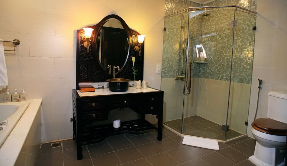 Phòng tắm Du Thuyền Violet